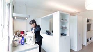 """READY TO MOVE ? Les appartements """"MOVEment"""" sont semi-meublés et convainquent par un concept d'aménagement aussi intelligent que surprenant. Grâce à des modules coulissants, vous pouvez créer différents espaces de vie au gré de vos humeurs et de vos envies sur simple pression d'un bouton. (4)"""