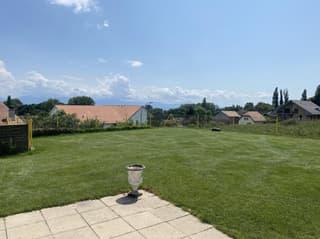 Lumineuse villa jumelle avec jardin et 4 garages doubles (2)