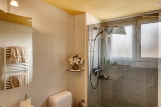 Renovierte 3.5-Zimmerwohnung mit Aussicht! (4)