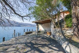 Gioiello architettonico di Mario Botta con terreno a lago (3)