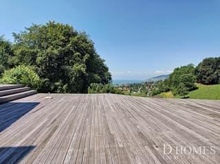SITUATION EXCLUSIVE I Magnifique villa rénovée avec une vue sur le lac (2)