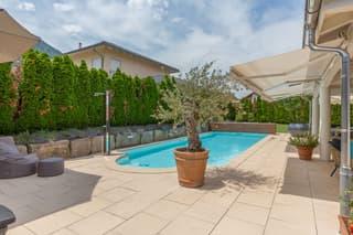 Exklusive 7.5-Zi-Villa mit Pool (4)