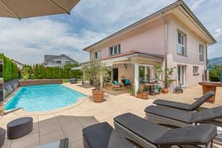 Exklusive 7.5-Zi-Villa mit Pool (2)