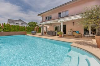 Exklusive 7.5-Zi-Villa mit Pool (3)