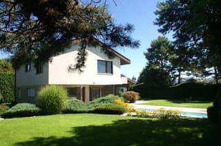 Ruhig gelegenes 6.5-Zimmer Einfamilienhaus mit Schwimmbad (2)