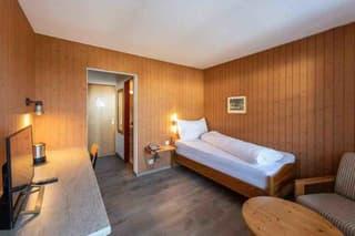 Möbelierte Zimmer an ruhiger und doch an zentraler Lage zu vermieten (2)