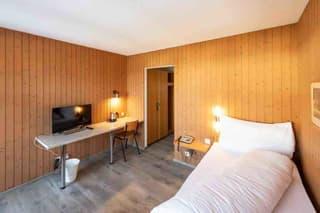 Möbelierte Zimmer an ruhiger und doch an zentraler Lage zu vermieten (4)