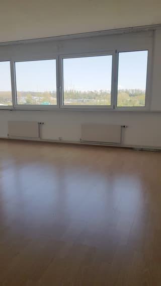 Bureau ou showroom dans centre commercial - 100 m2 (2)