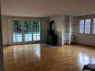 Wohnzimmer mit Balkon, Schwedenofen