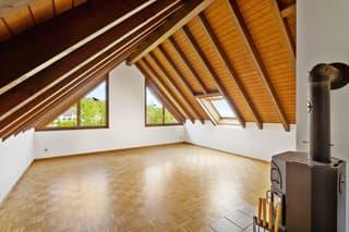Helle und ruhige 4.5-Zimmer-Maisonettewohnung mit Aussicht (2)
