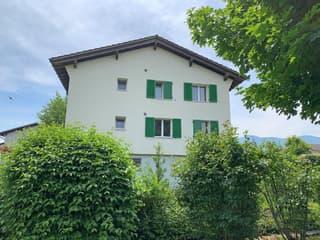 Zentral gelegenes Zweifamilienhaus mit Bergsicht in Unterägeri (3)