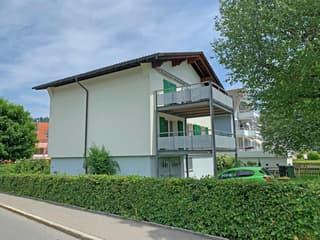Zentral gelegenes Zweifamilienhaus mit Bergsicht in Unterägeri (2)