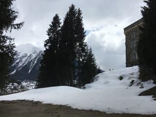 Zu verkaufen gemütliches Ferienhaus an exklusiver Lage in Davos (2)
