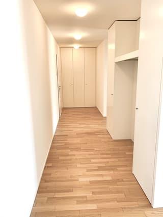 Helle 2.5 Zimmer - zentral - mit Balkon (2)