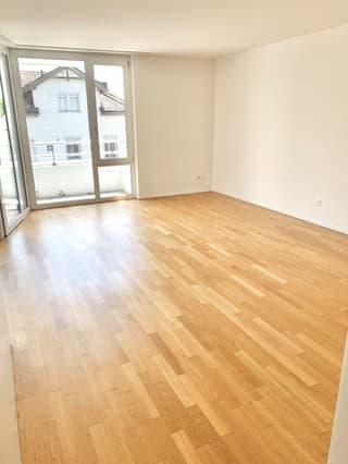 Helle 2.5 Zimmer - zentral - mit Balkon (4)