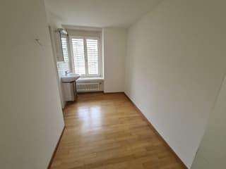 Grosse 2.5 Zimmer Wohnung im Seefeld mit Balkon und Lift (3)