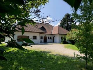 Villa d'exception rénovée, 650m de la Suisse (2)
