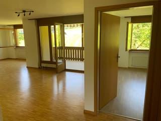Mit Blick ins Grüne: Eine Wohnung mit bezaubernder Aussicht (3)