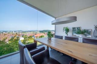 Exklusive, moderne Villa mit Pool und Aussicht (4)