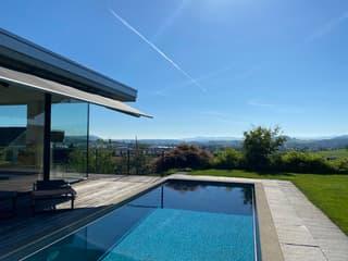 Exklusive, moderne Villa mit Pool und Aussicht (3)