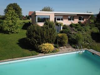 5.5-Zimmer-Bungalow mit Aussicht und Pool, an rughier, sonniger Lage (2)