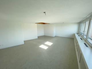 Helle Wohnung an gut angeschlossener Lage (3)