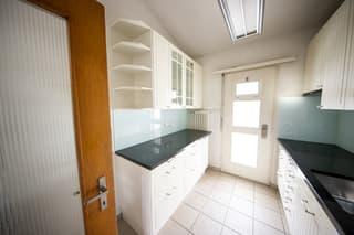 Alleinstehendes 8 1/2 Zimmer Einfamilienhaus in Langnau am Albis (4)