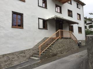 Sonnige 3-Zimmer-Wohnung mit Aussicht im Dorfkern von Valendas (2)