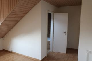 Dachwohnung inkl. Strom + Akonto Heizkosten (2)