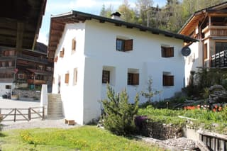 4 Zi-Wohnung im Baudenkmal in Molinis/Arosa (2)