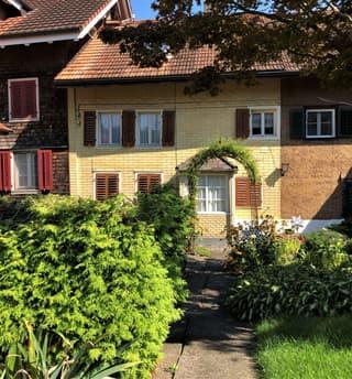 Reiheneinfamilienhaus mit freistehender Scheune und Gartenanlage (2)
