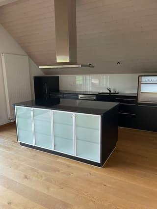 Helle, ruhige 2.5 Zimmer Dachwohnung in einem Bauernhaus zu vermieten. (4)