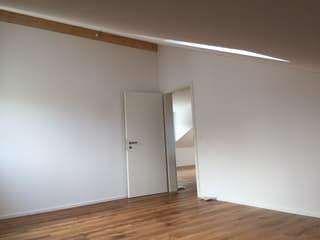 Helle, geräumige 2.5 Zi DG-Wohnung (2)