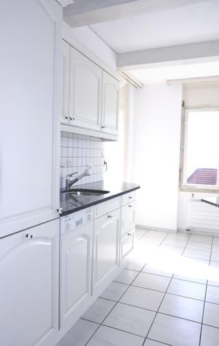 4.5 Zimmer Wohnung in ruhigem Quartier mit wunderschöner Aussicht (4)