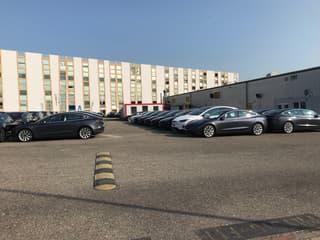 grosser befestigter Platz oder einzelne Parkplätze in zentraler Gewerbezone von Bülach zu vermieten (2)