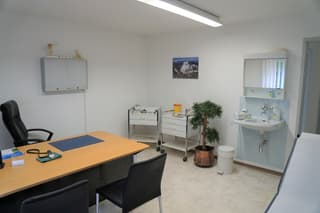 Zentrale Büro- und Praxisräumlichkeiten zu vermieten (4)