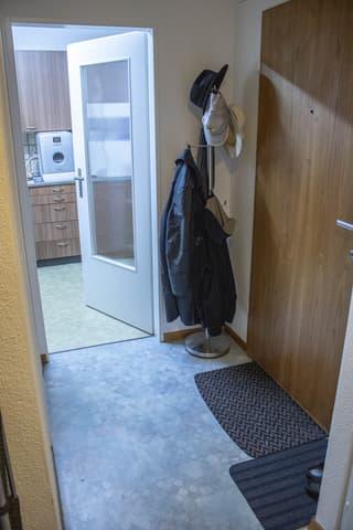 Schöne 2.5-Zimmer Wohnung, mit separater Küche (4)