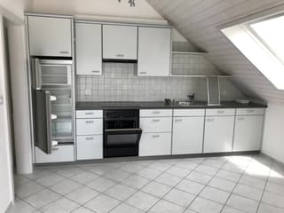 schöne und helle 2.5 Zimmer Dachwohnung (2)
