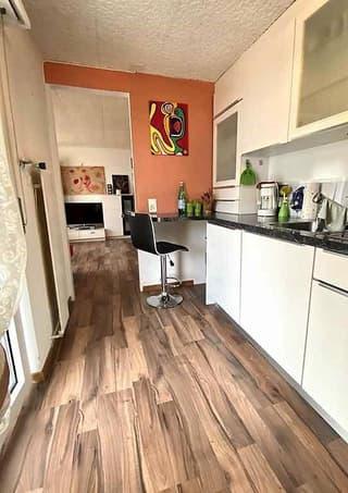 3 1/2-Zimmer-Garten-Wohnung mit 3 Balkonen und Seeblick / appartamento di 3 1/2 locali con 3 balconi con vista lago (2)