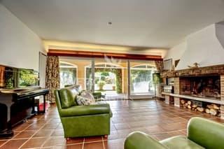 Villa am Stadtrand von Lugano mit Teilblick auf den Luganersee zu verkaufen (3)
