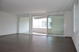 helles, grosses Wohnzimmer mit Essbereich