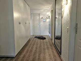Korridor mit grossem Einbauschrank