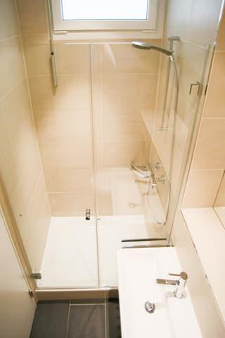 Bad (spiegelverkehrt)