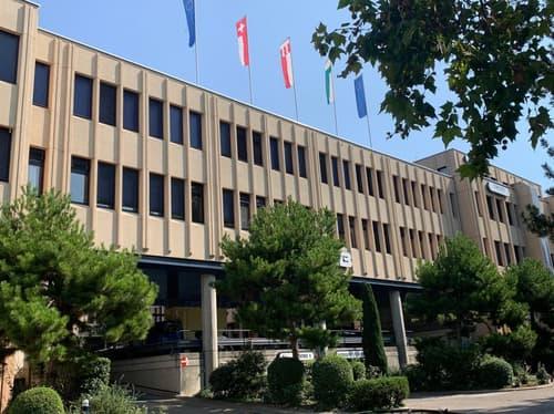 A vendre : Locaux commerciaux de 212m2 sis au 3e étage du Centre industriel des Baumettes