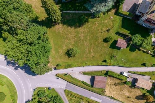 Terrain de 1000m² avec projet de villa, vue lac!