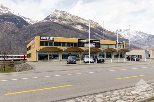 Halle industrielle avec surface commerciale, idéalement située !