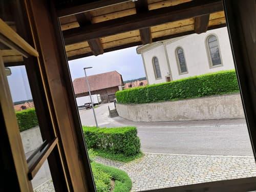 Grand 2,5 p de 47 m2, Place de l'église à Cressier, 1er étage.