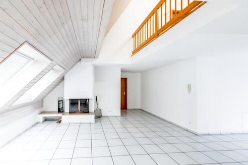 Helle 3.5-Zimmer-Dachmaisonette-Wohnung mit Cheminée und viel Charme