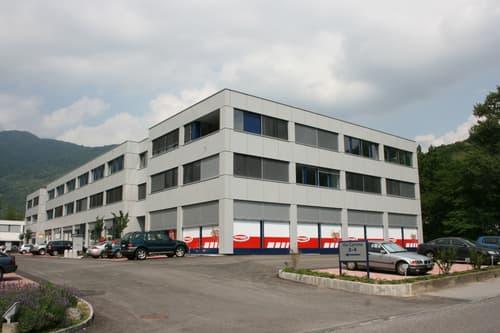 Centro Carvina B Taverne - Affittasi superficie in area ben servita dalla rete autostradale.