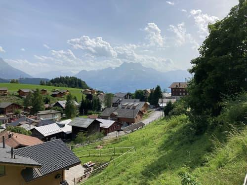 Terrain au bas du village